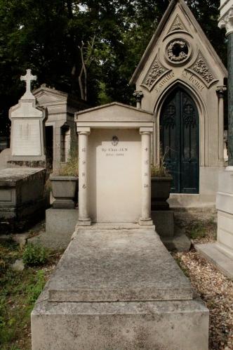 Random gravesites. Pere Lachaise is a secular cemetery.