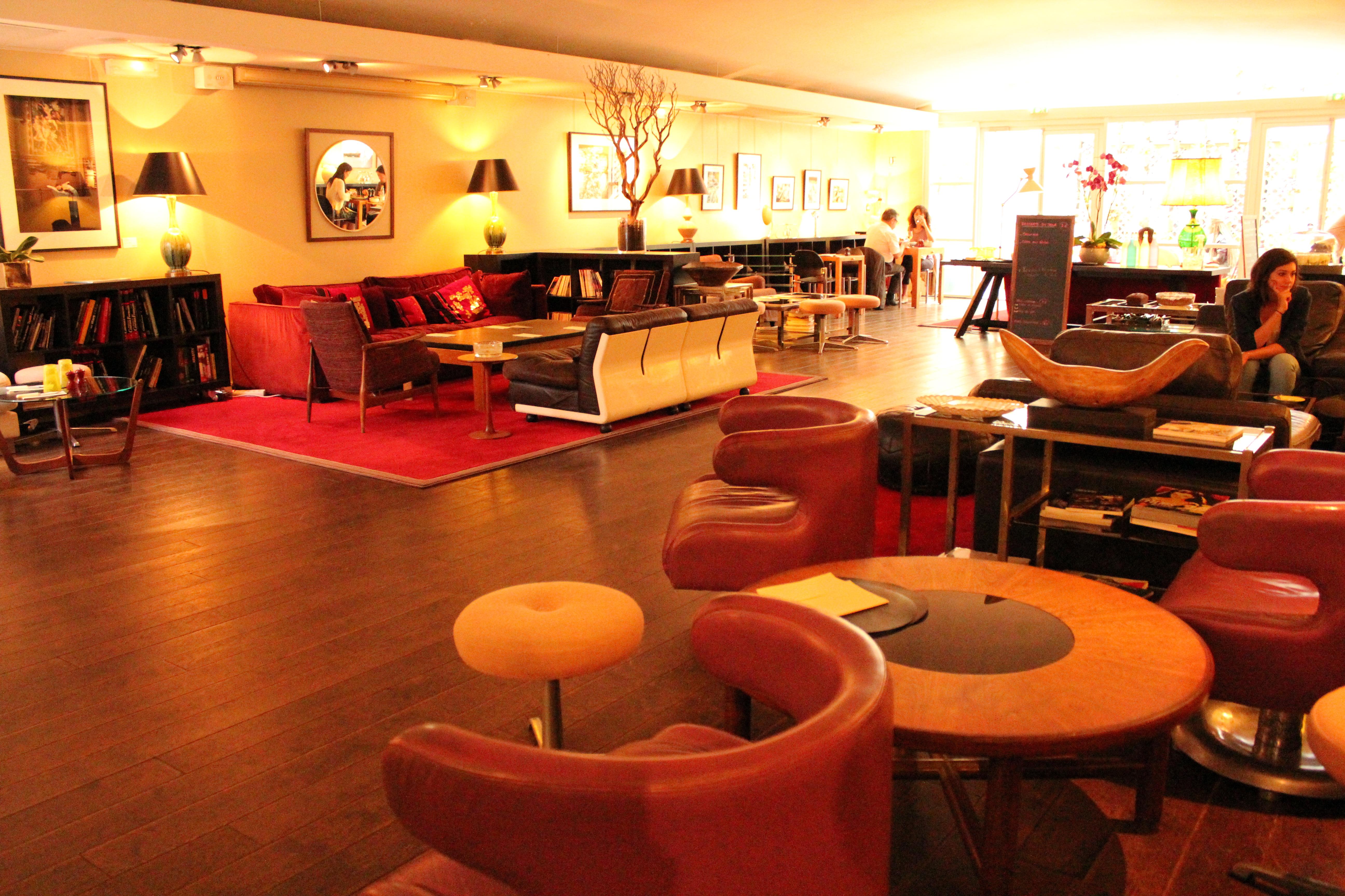 Meal drinks and a movie le salon du cin ma du panth on for Cinema a salon