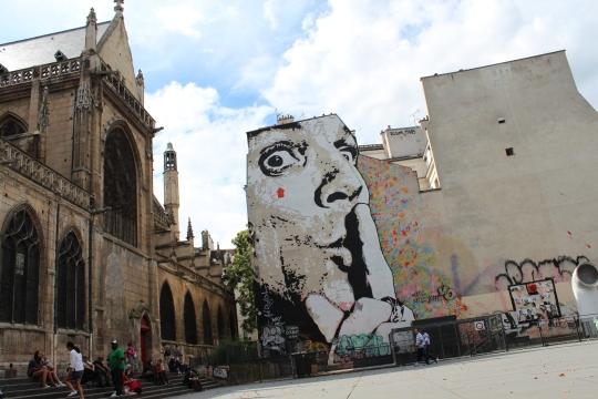 Dalí says shhhh, Paris