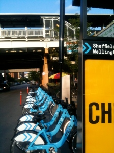 Sheffield and Wellington CTA stop and Divvy Station