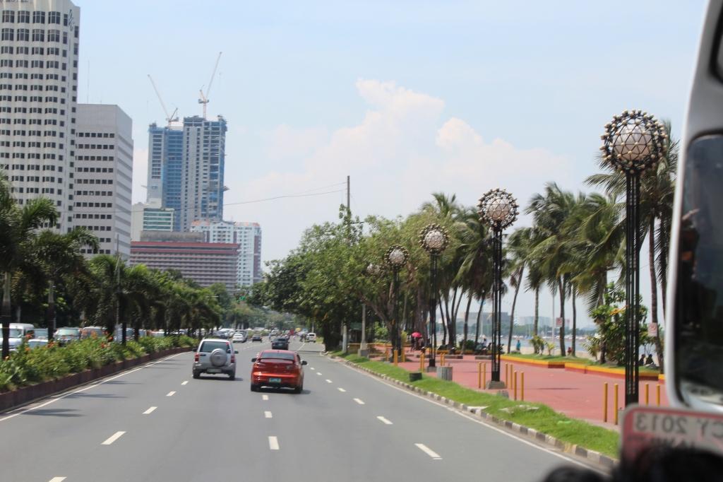Manila's Roxas Boulevard designed by American city planner Daniel Burnham