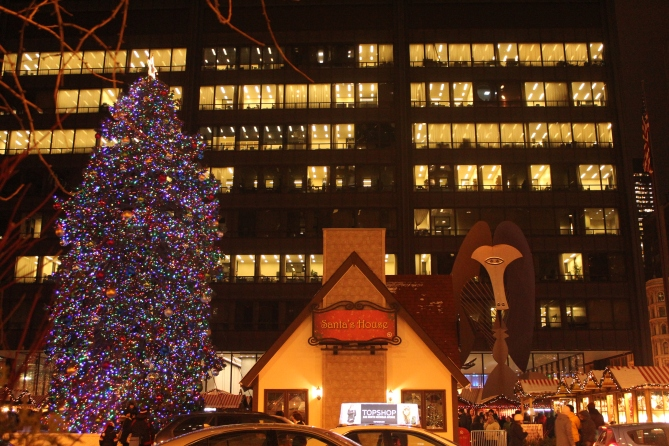 Christmas tree, Santa's House and Picasso's Untitled, Chriskindlmarket, Chicago